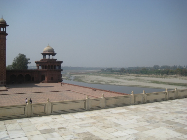 102 - Taj Mahal grounds