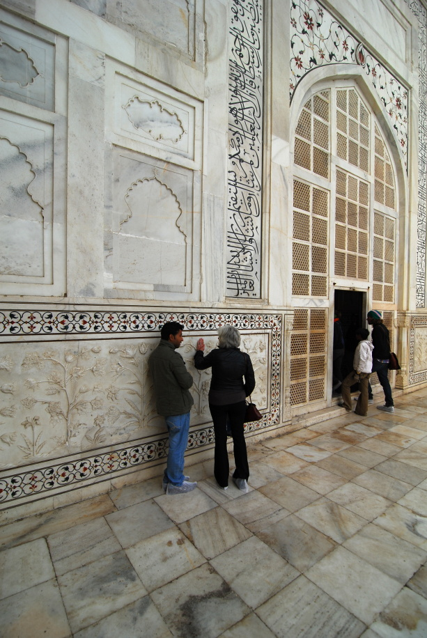 301 - Taj Mahal, Vicki and Guide