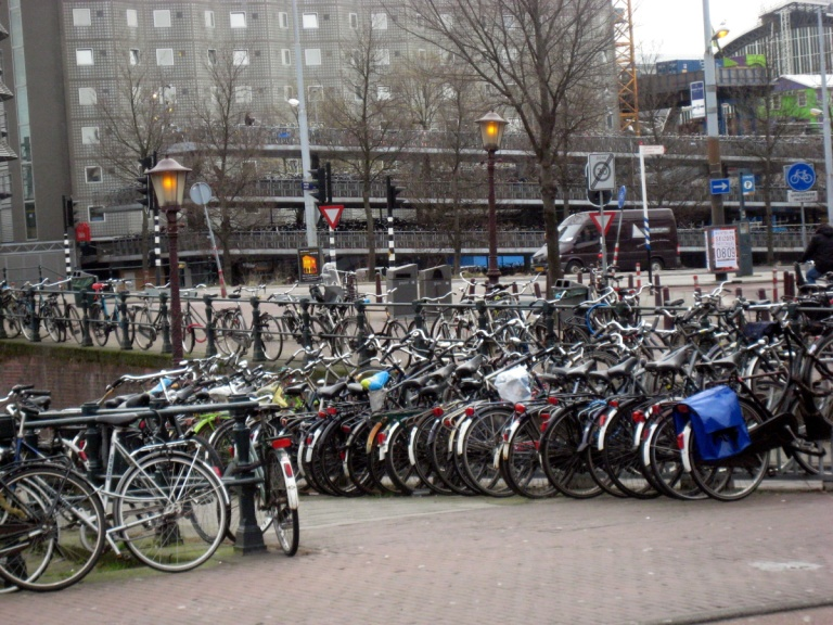 480 - Amsterdam station parking
