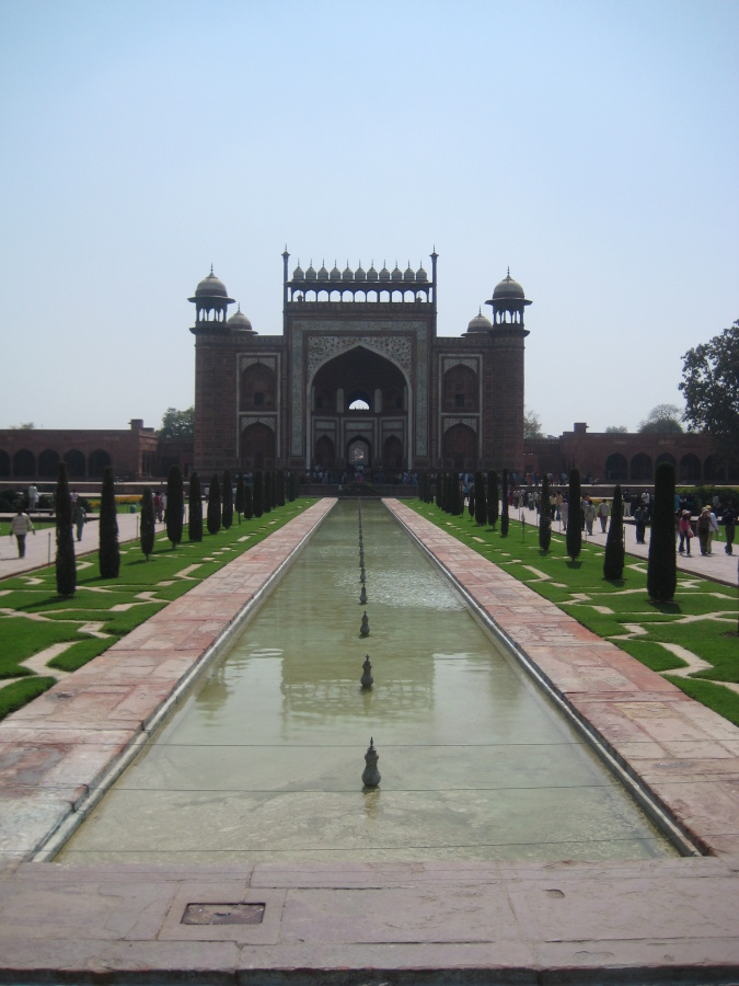 89 - Taj Mahal grounds