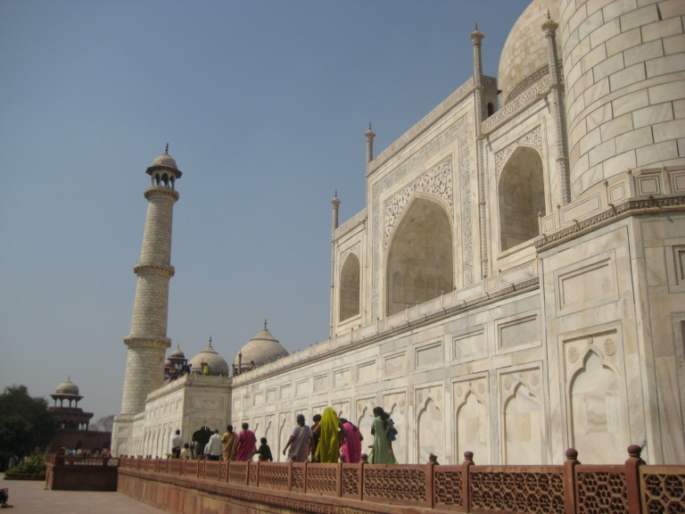 92 - Taj Mahal grounds