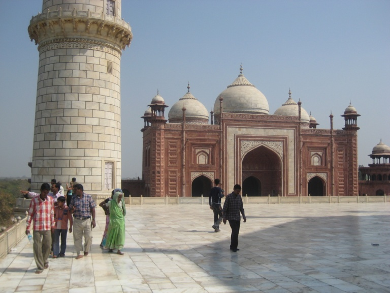 98 - Taj Mahal grounds