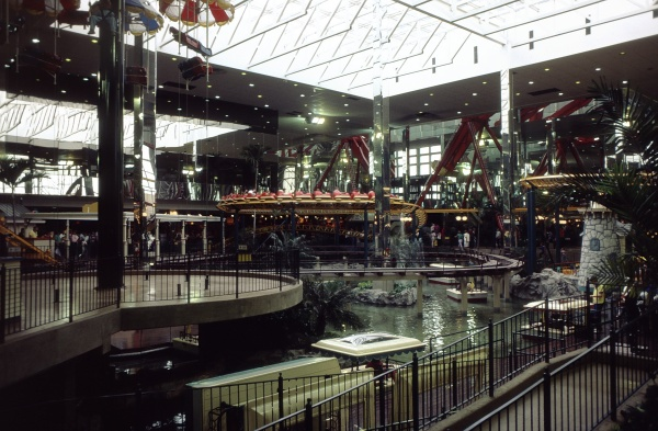 9-32 - West Edmonton Mall Canada